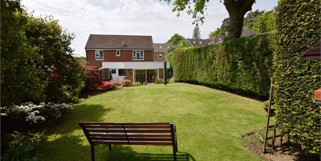 Guide Price £300,000, 2 Bedroom Detached House For Sale in Heathfield, TN21