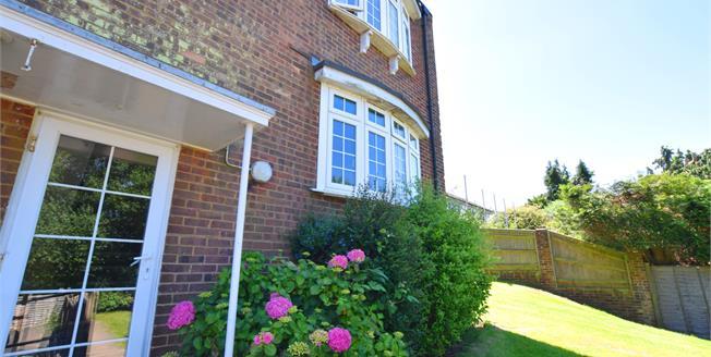 Guide Price £180,000, 2 Bedroom Flat For Sale in Broad Oak, TN21