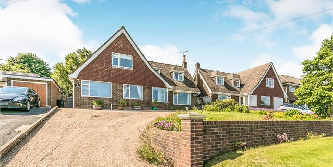 Asking Price £500,000, 3 Bedroom Detached House For Sale in Broad Oak, TN21