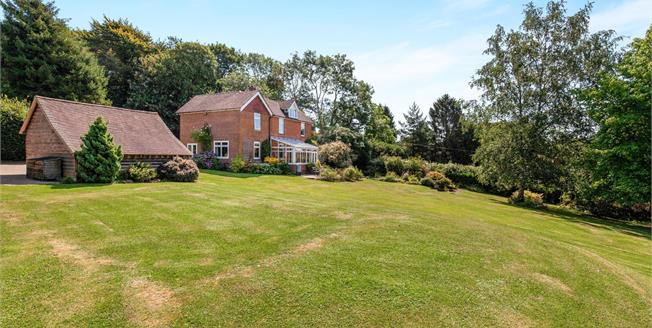 Asking Price £800,000, 5 Bedroom Detached House For Sale in Vines Cross, TN21