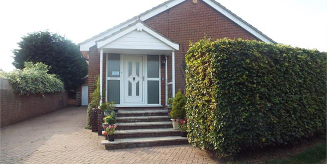 Guide Price £360,000, 3 Bedroom Detached Bungalow For Sale in Mayfield, TN20