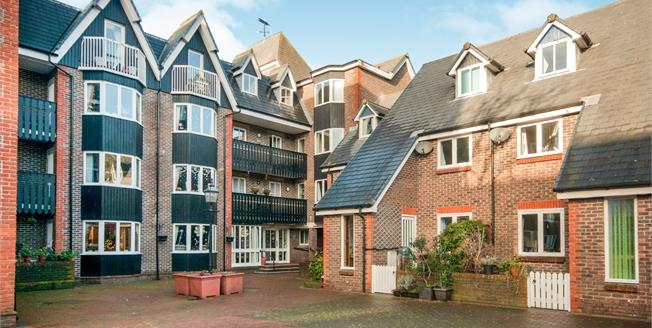 Asking Price £235,000, 2 Bedroom Flat For Sale in Lewes, BN7