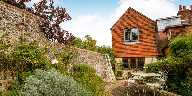 Guide Price £375,000, 3 Bedroom End of Terrace Cottage For Sale in Offham, BN7
