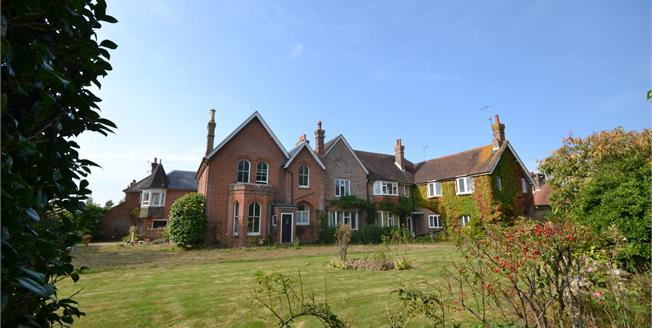£245,000, 2 Bedroom Flat For Sale in Bexhill-on-Sea, TN39