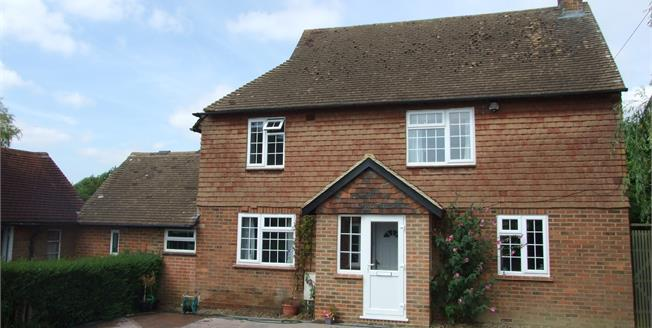 Guide Price £380,000, 3 Bedroom Detached House For Sale in Ticehurst, TN5