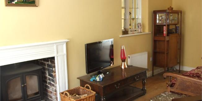 Guide Price £300,000, 2 Bedroom End of Terrace Cottage For Sale in Ticehurst, TN5