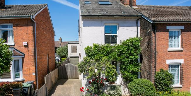 Guide Price £500,000, 4 Bedroom Detached House For Sale in Tonbridge, TN9