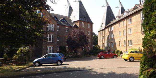 Asking Price £200,000, 2 Bedroom Flat For Sale in Hadlow, TN11
