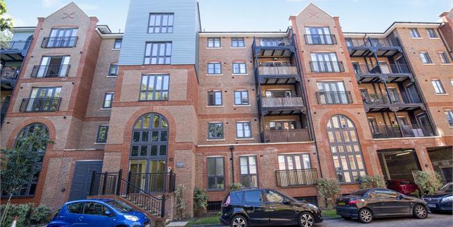 Asking Price £240,000, 2 Bedroom Flat For Sale in Tonbridge, TN9