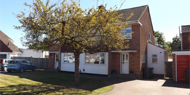 Guide Price £425,000, 3 Bedroom For Sale in Hildenborough, TN11