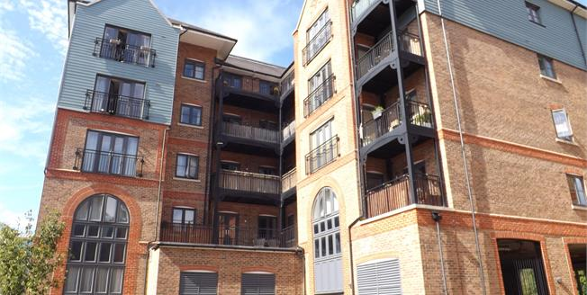 Asking Price £250,000, 2 Bedroom Flat For Sale in Tonbridge, TN9