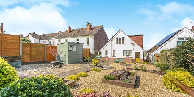 Offers Over £450,000, 3 Bedroom Detached House For Sale in Tonbridge, TN9