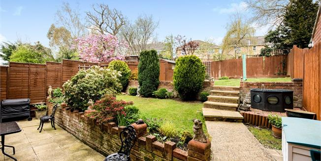 Guide Price £475,000, 4 Bedroom Detached House For Sale in Tonbridge, TN9