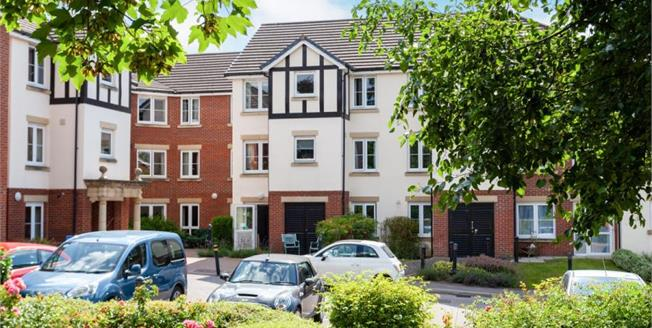 £165,000, 1 Bedroom Flat For Sale in Tonbridge, TN9