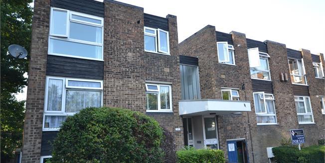 Offers in the region of £145,000, 1 Bedroom Upper Floor Flat For Sale in Tunbridge Wells, TN2