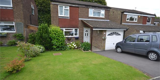 Guide Price £385,000, 4 Bedroom Detached House For Sale in Crowborough, TN6