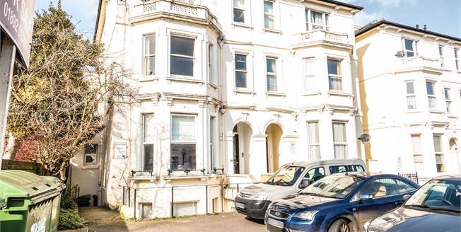 Guide Price £220,000, 1 Bedroom Flat For Sale in Tunbridge Wells, TN1