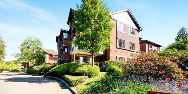 Asking Price £250,000, 2 Bedroom Flat For Sale in Tunbridge Wells, TN4