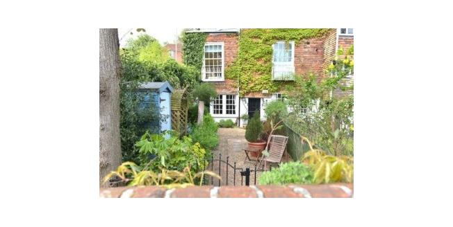 Guide Price £265,000, 1 Bedroom Flat For Sale in Tunbridge Wells, TN2
