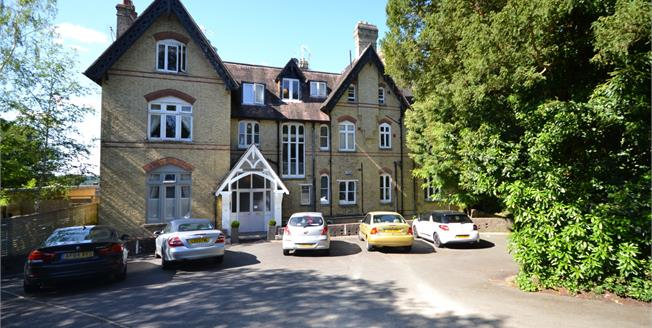 Guide Price £350,000, 2 Bedroom Flat For Sale in Tunbridge Wells, TN2