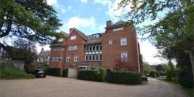 Guide Price £375,000, 2 Bedroom Flat For Sale in Tunbridge Wells, TN2