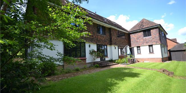 Offers in the region of £295,000, 2 Bedroom Flat For Sale in Tunbridge Wells, TN2