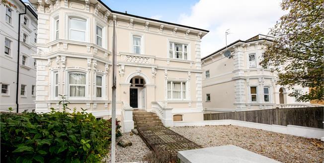 Guide Price £215,000, 2 Bedroom Ground Floor Flat For Sale in Tunbridge Wells, TN1