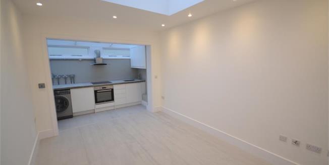 Guide Price £175,000, 1 Bedroom Ground Floor Flat For Sale in Tunbridge Wells, TN1