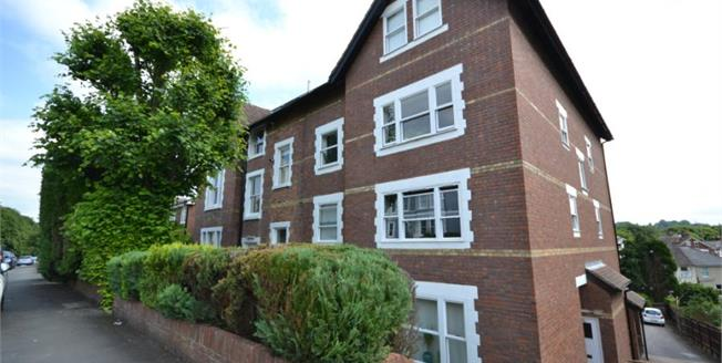 Guide Price £175,000, 1 Bedroom Flat For Sale in Tunbridge Wells, TN4