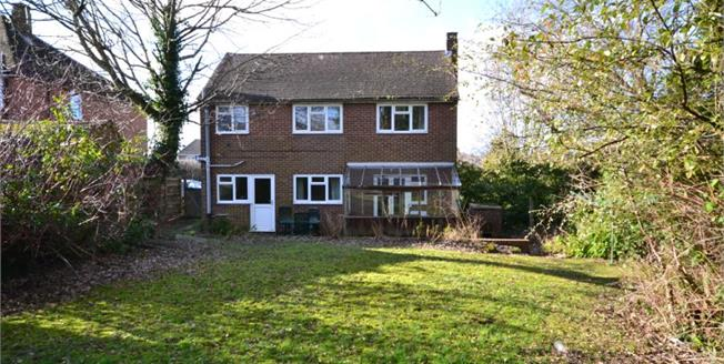 Guide Price £400,000, 3 Bedroom Detached House For Sale in Tunbridge Wells, TN2