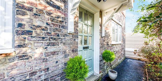 Guide Price £500,000, 2 Bedroom Semi Detached House For Sale in Tunbridge Wells, TN1