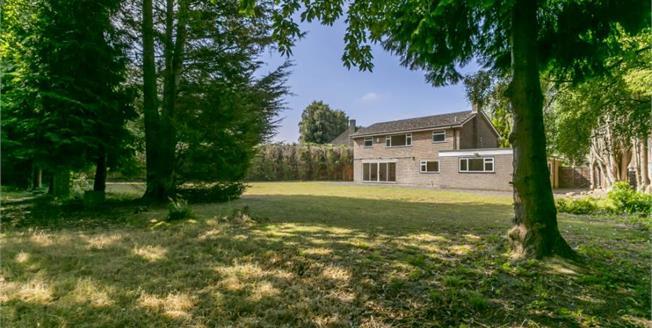 Guide Price £925,000, 5 Bedroom Detached House For Sale in Tunbridge Wells, TN2