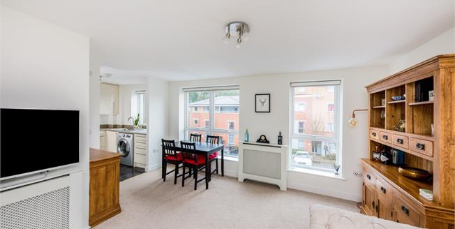 Asking Price £230,000, 2 Bedroom Flat For Sale in Tunbridge Wells, TN1
