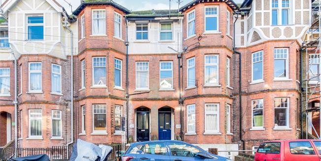 Asking Price £200,000, 1 Bedroom Flat For Sale in Tunbridge Wells, TN1