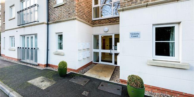 Guide Price £225,000, 1 Bedroom Flat For Sale in Tunbridge Wells, TN2