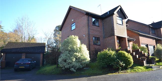 Guide Price £600,000, 4 Bedroom Detached House For Sale in Southborough, TN4