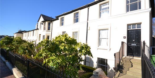Guide Price £165,000, 1 Bedroom Flat For Sale in Tunbridge Wells, TN1