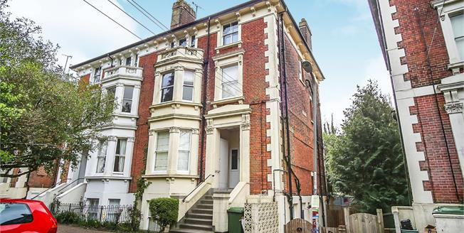 Guide Price £300,000, 1 Bedroom Ground Floor Flat For Sale in Tunbridge Wells, TN4
