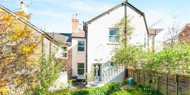 Guide Price £400,000, 3 Bedroom House For Sale in Tunbridge Wells, TN4