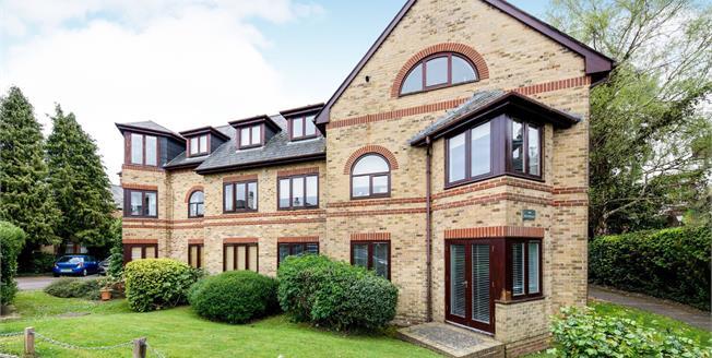Guide Price £265,000, 2 Bedroom Ground Floor Flat For Sale in Tunbridge Wells, TN4