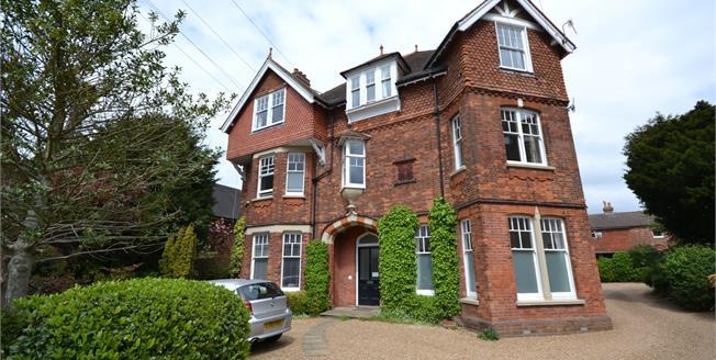Guide Price £275,000, 1 Bedroom Ground Floor Flat For Sale in Tunbridge Wells, TN4