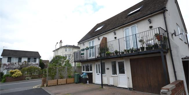 Guide Price £275,000, 2 Bedroom Semi Detached House For Sale in Southborough, TN4