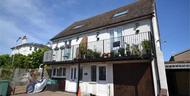 Guide Price £235,000, 2 Bedroom Semi Detached House For Sale in Southborough, TN4