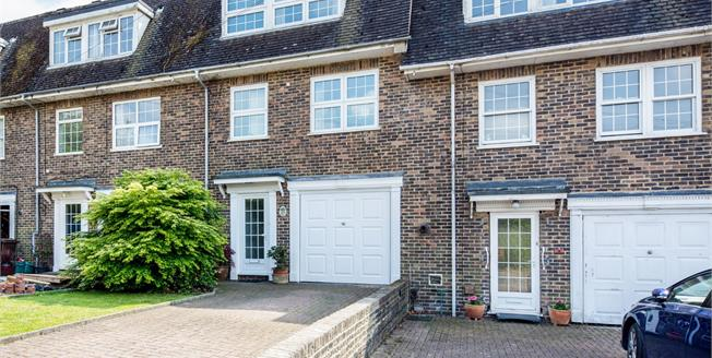 Guide Price £500,000, 4 Bedroom Town House For Sale in Tunbridge Wells, TN2