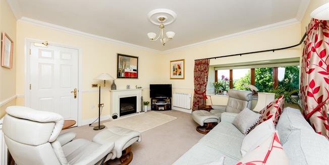 Guide Price £400,000, 3 Bedroom Flat For Sale in Tunbridge Wells, TN4