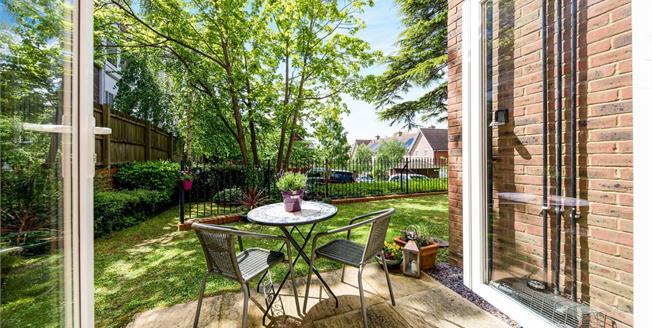 Guide Price £260,000, 2 Bedroom Ground Floor Flat For Sale in Tunbridge Wells, TN4