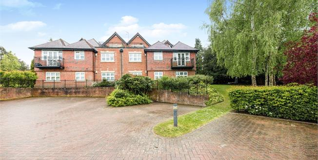 Guide Price £315,000, 2 Bedroom Ground Floor Flat For Sale in Tunbridge Wells, TN2