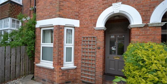 Guide Price £185,000, 1 Bedroom Flat For Sale in Tunbridge Wells, TN4