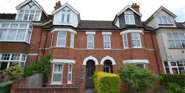 Guide Price £270,000, 2 Bedroom Flat For Sale in Tunbridge Wells, TN4
