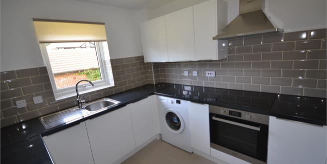 Guide Price £195,000, 2 Bedroom Flat For Sale in Crowborough, TN6